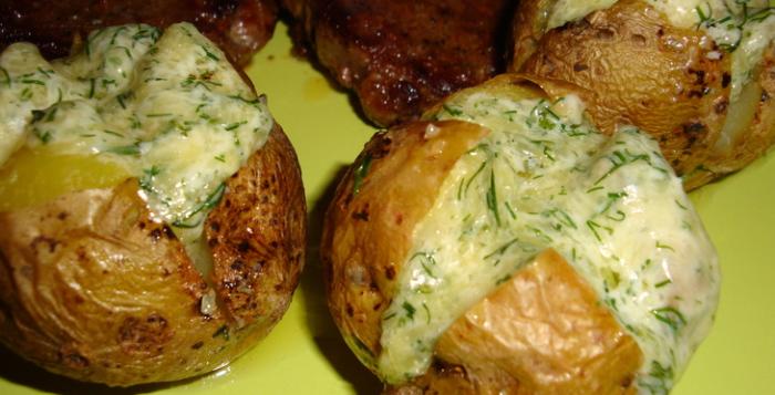 Zemiaky zapečené so syrom v šupke. Rýchle a chutné lahodné jedlo