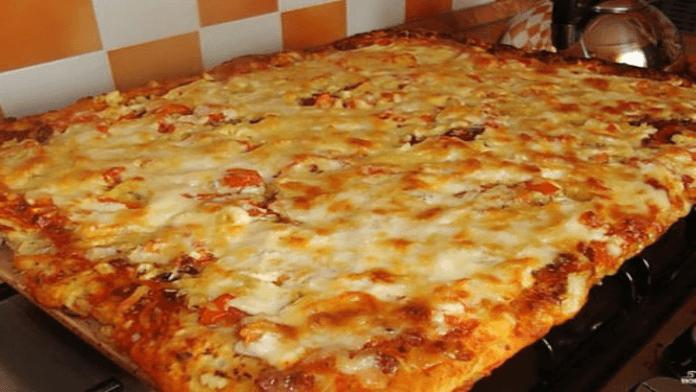 Skvelá chrumkavá pizza z dostupných surovín: Veľmi chutná a jednoduchá príprava!