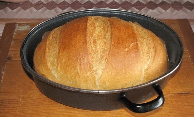 Tento recept na výborný domáci chlieb z hrnca zvládne aj úplný začiatočník. Bez váhy, bez odmerky, bez miesenia!