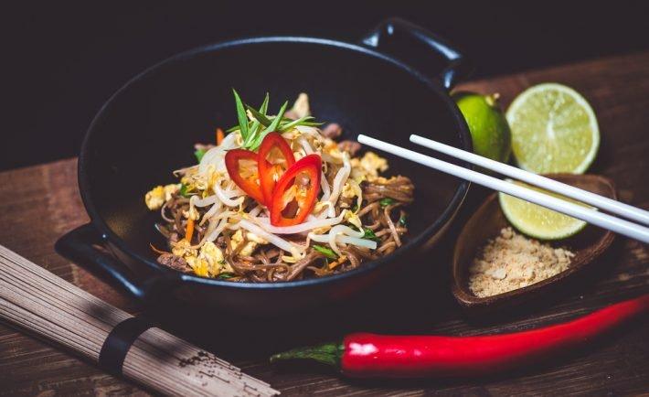 Večera na čínsky spôsob: Vaječné rezance s bravčovým mäsom a špargľou