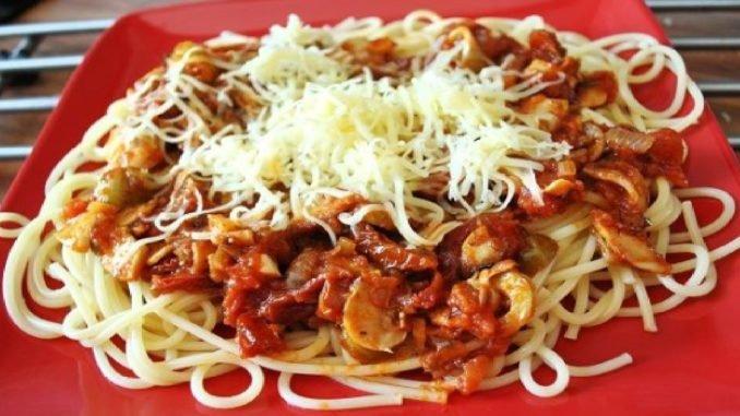 Stačí len 30 minút a vykúzlite tú najlepšiu zmes na špagety. Doma sa jej nevieme nabažiť!