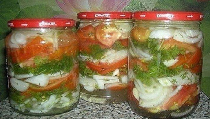 Bez žiadneho zavárania: Urobte si nakladané paradajky s cibuľou v chutnom sladkokyslom náleve. Jedinečný recept na zimu