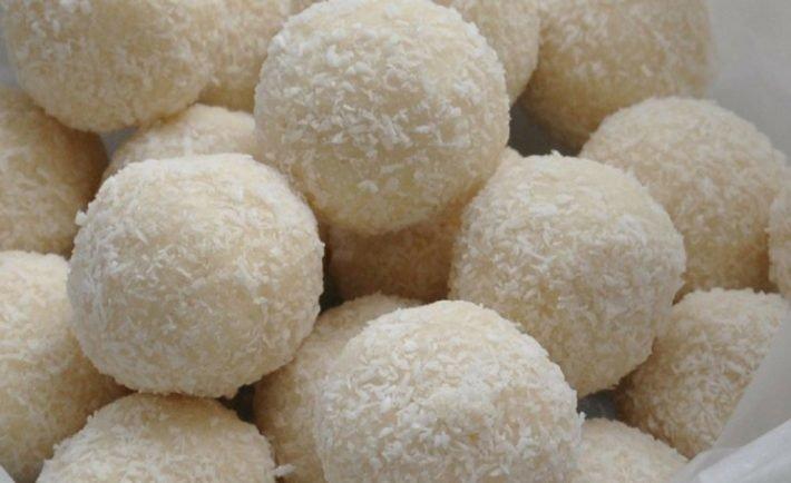 Rýchle fitness kokosové guľky s proteínom a kokosovou smotanou
