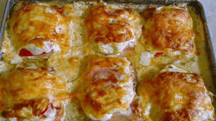 Zapečené kuracie prsia so slaninou, zeleninou a strúhaným syrom!