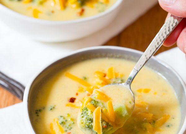 Chutná jesenná polievka s brokolicou a syrom vám zaručene bude chutiť