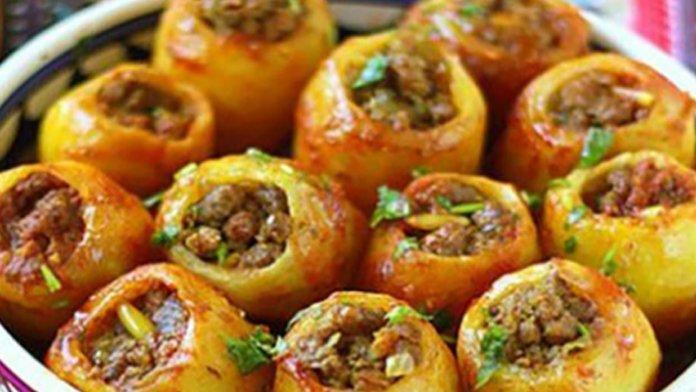 Zemiaky plnené mletým mäsom s omáčkou z kyslej smotany: Rýchla príprava a famózna chuť!