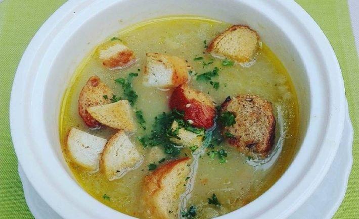 Silnejšia ako lieky a na nohy vás postaví raz dva! Recept na pravú cesnakovú polievku.