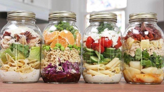 4 skvelé tipy na fit večeru za 2 sekundy! Stačí len vybrať z chladničky, zatriasť a vziať vidličku!