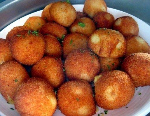Namiesto klasických zemiakov si ako prílohu urobte zemiakové fašírky. Jednoduchý a chutný recept