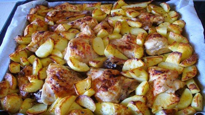 Pečené kura s majoránkovými zemiakmi na jednom pekáči 2v1!
