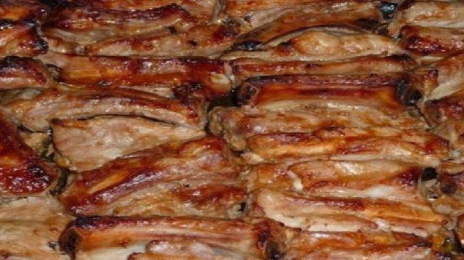 Bezkonkurenčný pečený bravčový bôčik marinovaný v mede, horčici a kečupe!