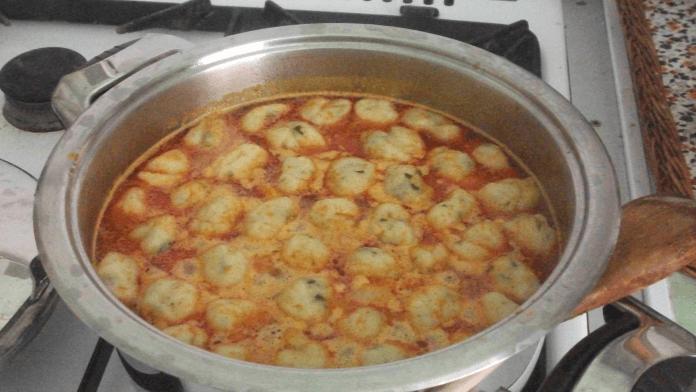 Silná zeleninová polievka so zemiakovými knedličkami!