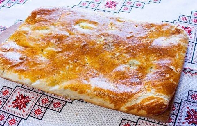 Ukrajinský slaný chlebík so slaninovo-zemiakovou plnkou si ihneď zamilujete! Kulinársky expert zdieľa tajomstvo jeho prípravy