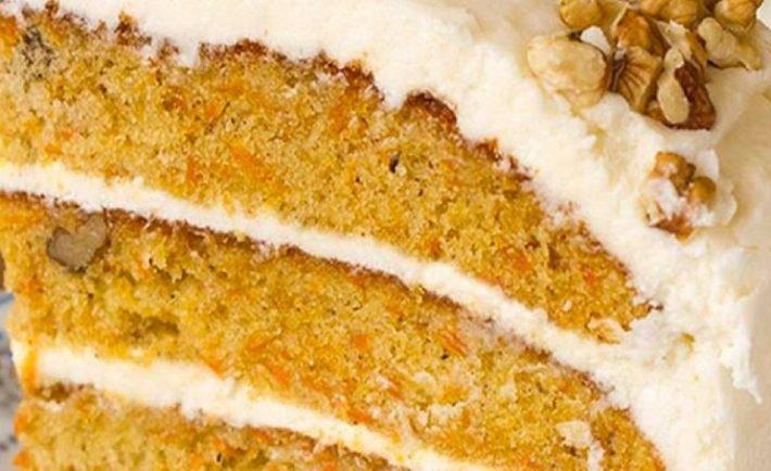 Nádherne vláčny mrkvový koláč s vlašskými orechmi a tvarohovým krémom