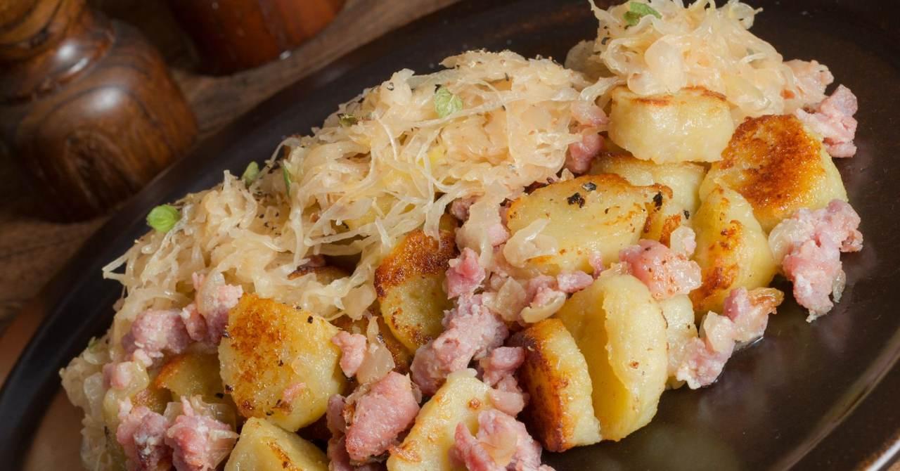 Chutný tradičný sýty pokrm zo zemiakov.