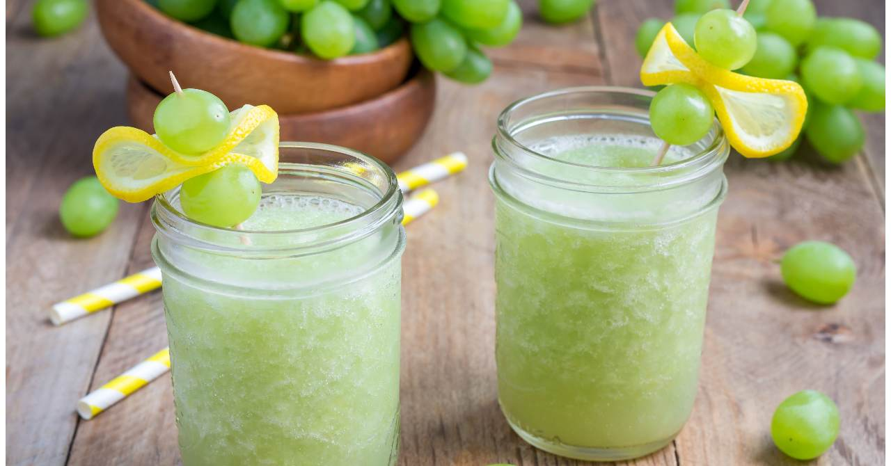 Ľadové hroznové smoothie s citrónom