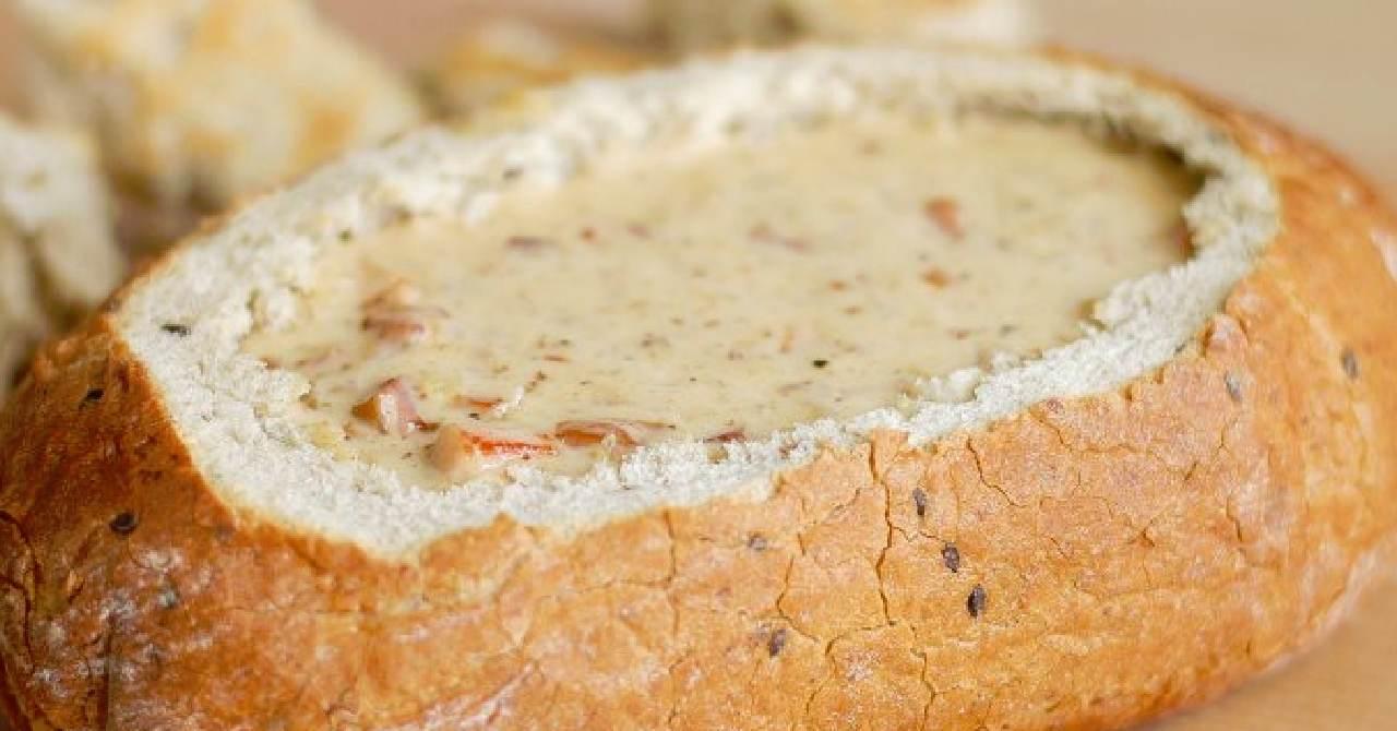 Pečený plnený chleba.