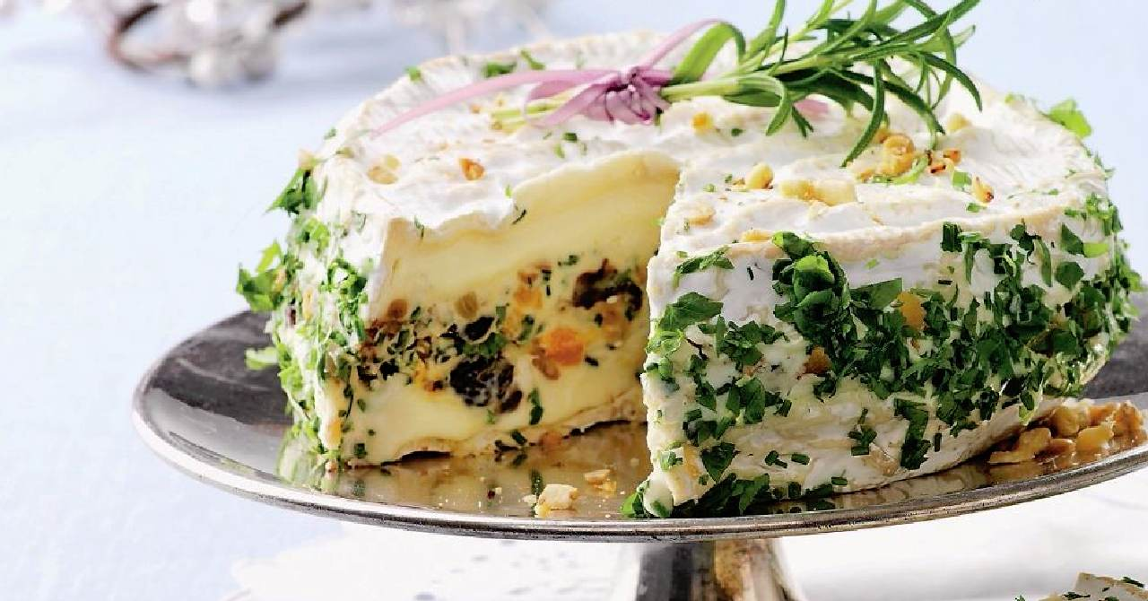 Pikantná syrová torta s olivami a bylinkami